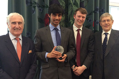 https://www.city.ac.uk/__data/assets/image/0003/357132/Senior-moot-judges-with-winner-and-runner-up.jpg
