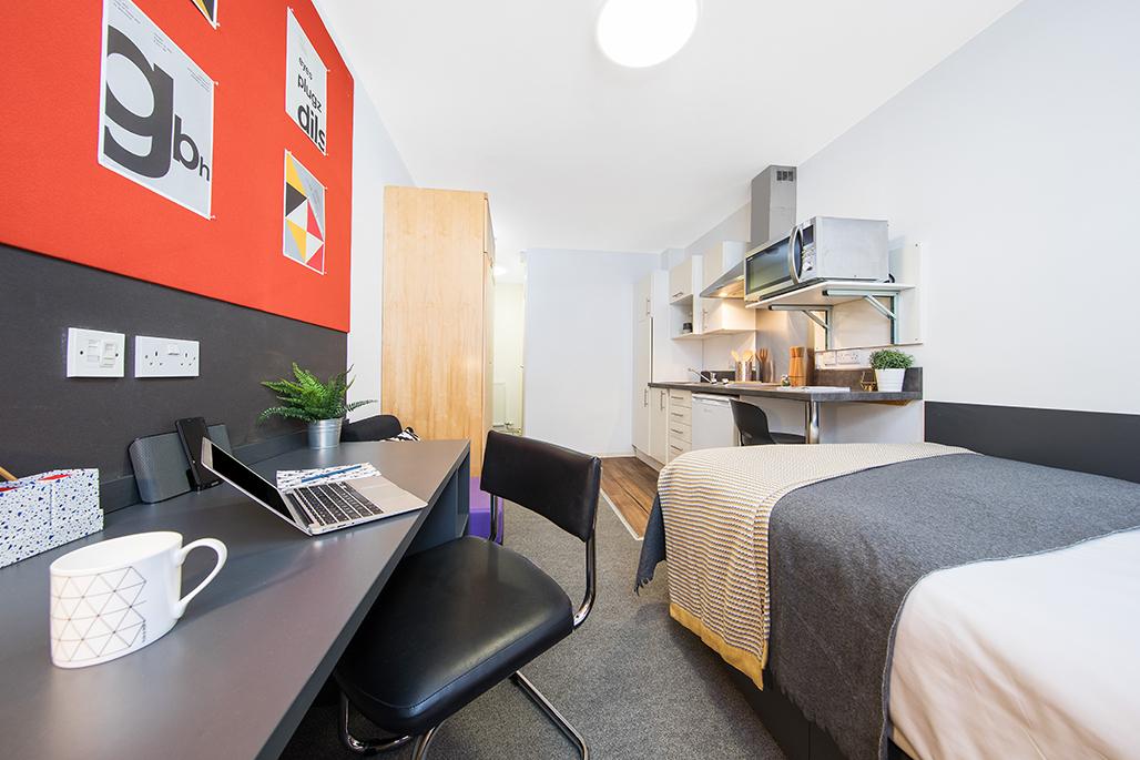 Cross Court House en-suite studio room