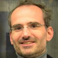 portrait of Dr Simon Susen