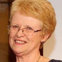 portrait of Dr Valerie Thurtle