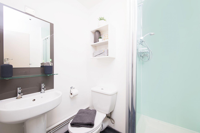 Arbour house bathroom