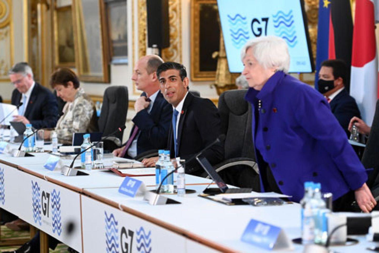 G7 delegates