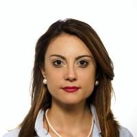 portrait of Dr Eva Aizpurua