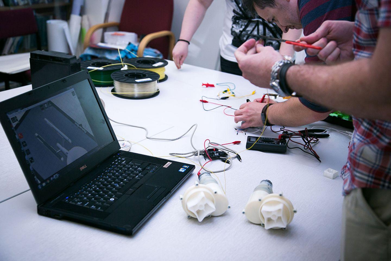 Postgraduate students using 3d software