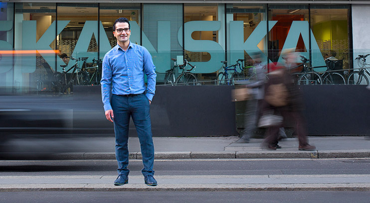 Civil Engineering student outside Skanska headquarters