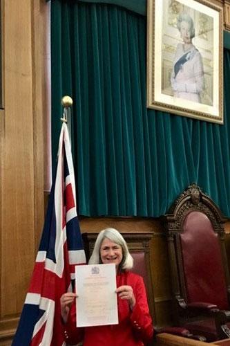 Professor Jane Singer becomes a British citizen