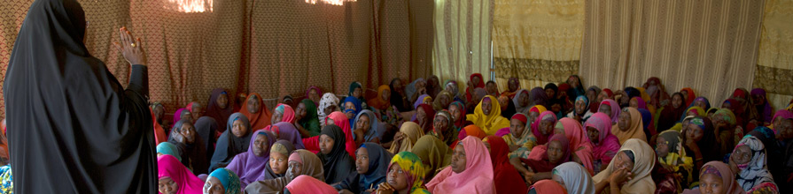 Community Mobiliser Safiya Abukar Ali conducting an awareness session at Walalah Biylooley camp. Anti FGM.